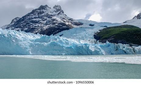 EL CALAFATE, ARGENTINA - NOV 7, 2006 : view of the Spegazzini glacier in the western part of Lake Argentino, El Calafate on November 7, 2006.