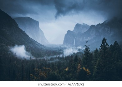 El Capitan. Cathedral Rocks. Fog in Sequoia National Park. Fog. Sunrise. Nov 2017