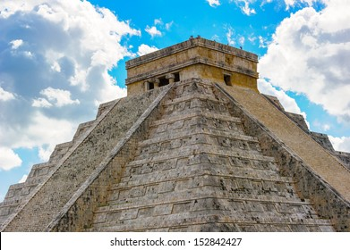 El Castillo, main pyramid of Chichen Itza, a large pre-Columbian city built by the Maya civilization. Mexico