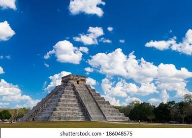 El Castillo (Pyramid of Kukulcan) in Chichen Itza, Quintana Roo, Mexico.