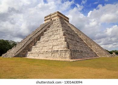El Castillo or Temple of Kukulcan pyramid in Chichén Itzá, Yucatan, Mexico
