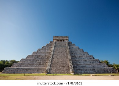 El Castillo (Temple of Kukulkan), Chichen Itza, Yucatan, Mexico