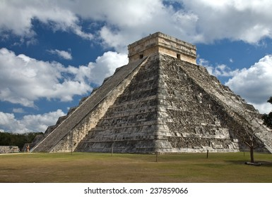 El Castillo, temple of Kukulkan, showing the stairway of the serpent at Chichen Itza, Yucatan, Mexico