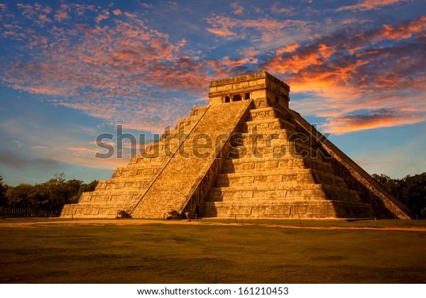 メキシコ・ユカタンのマヤピラミッド、チチェン・イッツァのエル・カスティーヨ(クルカン寺)