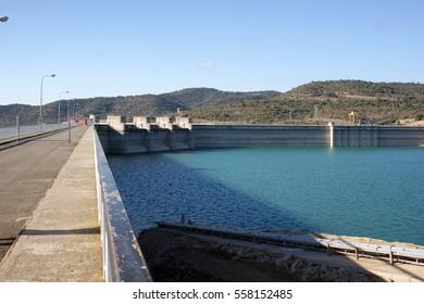 El Grado dam, Aragon, Spain.