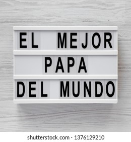 'El Mejor Papa Del Mundo' words on a lightbox over white wooden background, top view. Overhead, from above, flat lay.