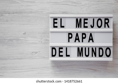 'El Mejor Papa Del Mundo' words on a modern board over white wooden background, top view. Overhead, from above, flat lay. Father's day. Copy space.