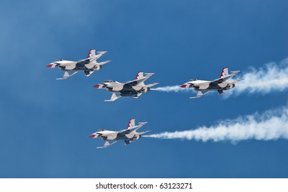 EL PASO - OCTOBER 16: USAF Thunderbirds fly in formation during the Amigo Airshow 2010 at Ft. Bliss on October 16, 2010 in El Paso, Texas.