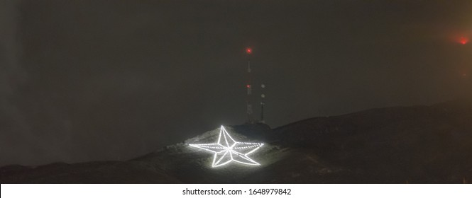 El Paso Star on a rainy night