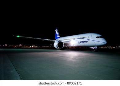 EL PASO, TEXAS – NOV. 18: A new Boeing 787 Dreamliner on a proving run from the factory in Seattle lands at El Paso International Airport on November 18, 2011 in El Paso, Texas.