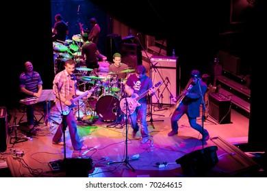 EL PUERTO DE SANTA MARIA, SPAIN - APR 24: Concert of the group of Indie Pop, Champagne on Apr 24, 2009, on the discotheque Mucho Teatro on El Puerto de Santa Maria, Cadiz, Spain
