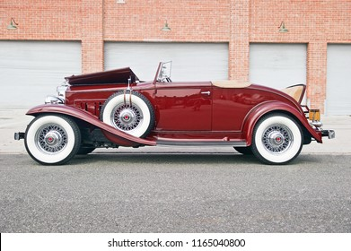 EL SEGUNDO/CALIFORNIA - AUG. 25, 2018: Classic 1932 Packard parked along the road near a gathering of classic car enthusiasts. El Segundo, California USA