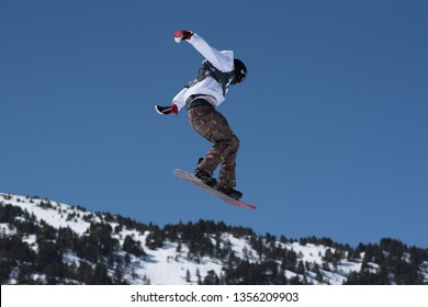 El Tarter, Andorra. 29 March 2019 : Snowboarder Michael Schaerer CAN participating in the Total Fight 2019 Grandvalira Andorra. Credit: Martin SIlva Cosentino / Alamy Live News