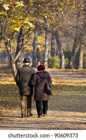elderly couple posing at park