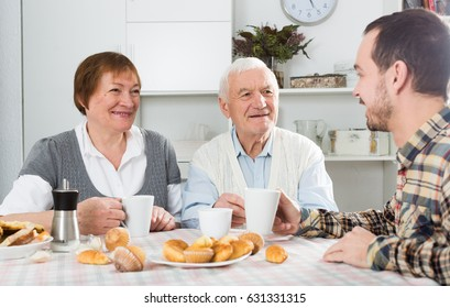 Elderly couple and social department employee complete questionnaire