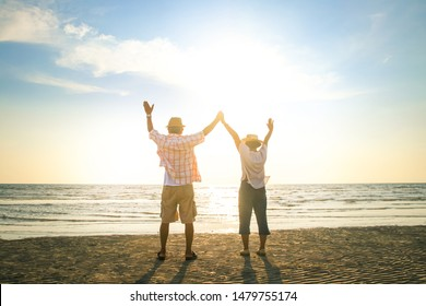 Elderly couples travel to the sea to relax in retirement Good health. Elderly society concept