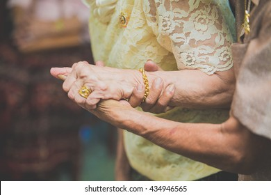 The elderly are holding hands: as always, as forever