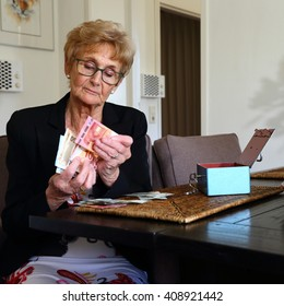 elderly lady counting money/ money/ elderly lady counting her money