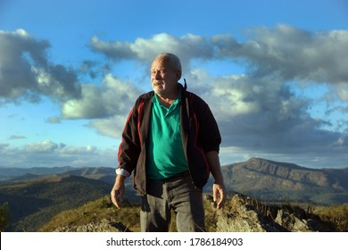ELDERLY MAN OBSERVING NATURE ON THE HIGH MOUNTAIN, BRAZILIAN ELDERLY MAN, ACTIVE MAN,THIRD AGE.