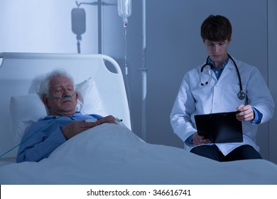 Elderly man spending night in the hospital