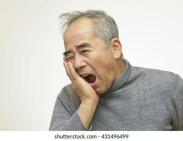 Elderly man suffering from toothache
