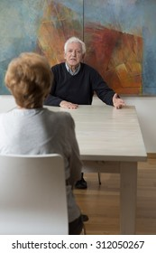 Elderly marriage tries to reach the agreement