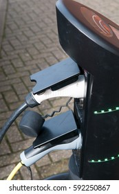 electric car charging to refuel