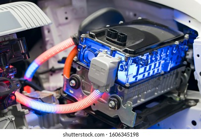 Electric car lithium battery pack and power connections