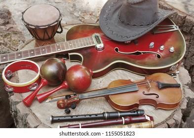 Electric guitar, violin, maracas, tambourine, darbuka, a pipes and cowboy hat
