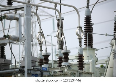 Electric insulator switchgear and electrical equipment