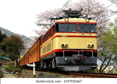 An electric locomotive of a Japanese Oi-gawa railroad in Shizuoka-ken Oigawa-cho is a towed passenger car train.