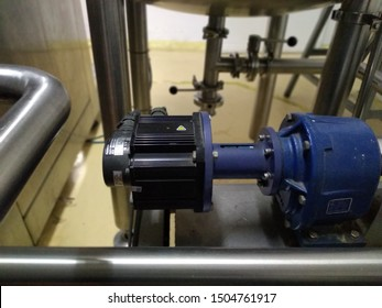 electric motor (3phase servo drive) with blue gearbox, automatically regulates the pressure for liquid in the filling process.  cosmetics and perfume factories