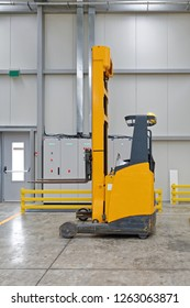 Electric Pallet Forklift Truck in Distribution Warehouse