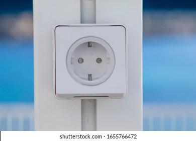 An electric plug in promenade
