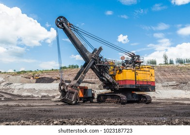 Electric rope shovel, Mining Equipment or Mining Machinery, Bulldozer, wheel loader, shovels, loading of coal, ore on the dump truck from open-pit or open-cast mine as the Coal Production.