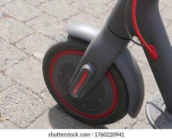 Electric scooter front wheel with high power brushless motor and pneumatic tire