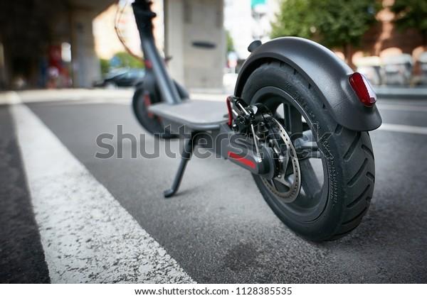 Scooter électrique sur la route
