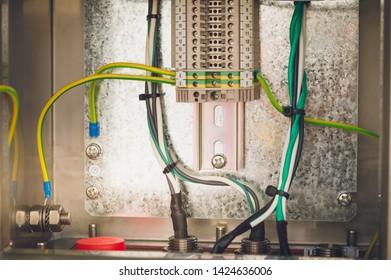 Imágenes, fotos de stock y vectores sobre Ground Wire ... on