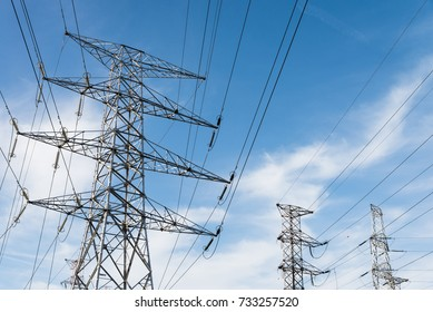 Electricity distribution with high voltage power lines