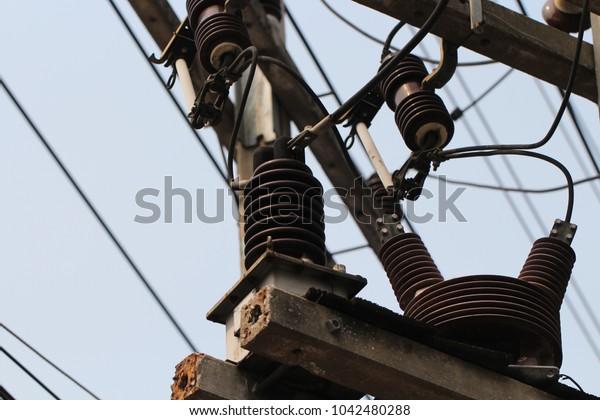 Electricity pole system