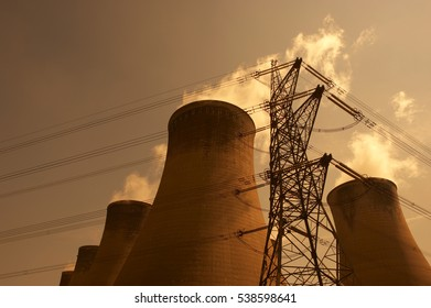 ELECTRICITY PYLON AND COOLING TOWERS EGGBOROUGH POWER STATION YORKSHIRE ENGLAND