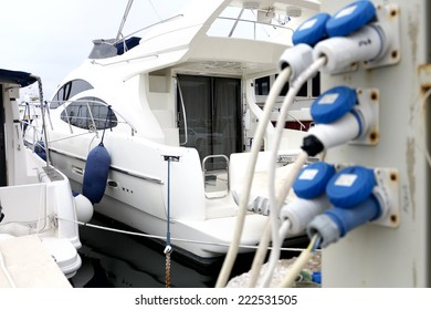 Electricity supply for yachts in a marina