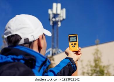 Electromagnetic radiation measuring under mobile network tower