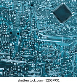 Electronic board with chip