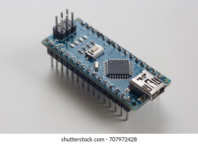 Electronic component: microcontroller
