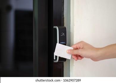 sistema electrónico de acceso a la llave con la mano para abrir puertas