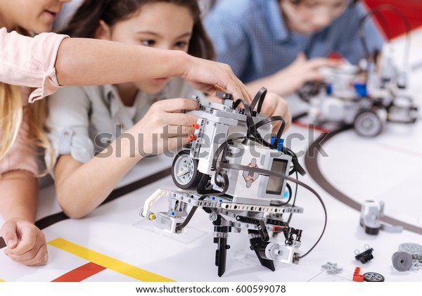 Elektronischer Roboter im Labor