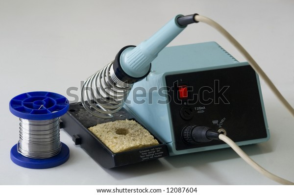 Electronic soldering station