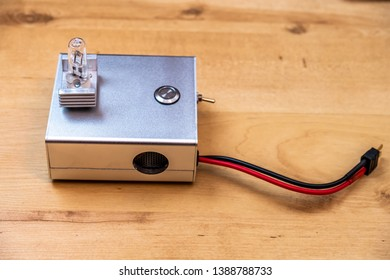 Electronic unit with halogen lamp to cycle LiPo batteries.
