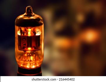 Electronic vacuum tube